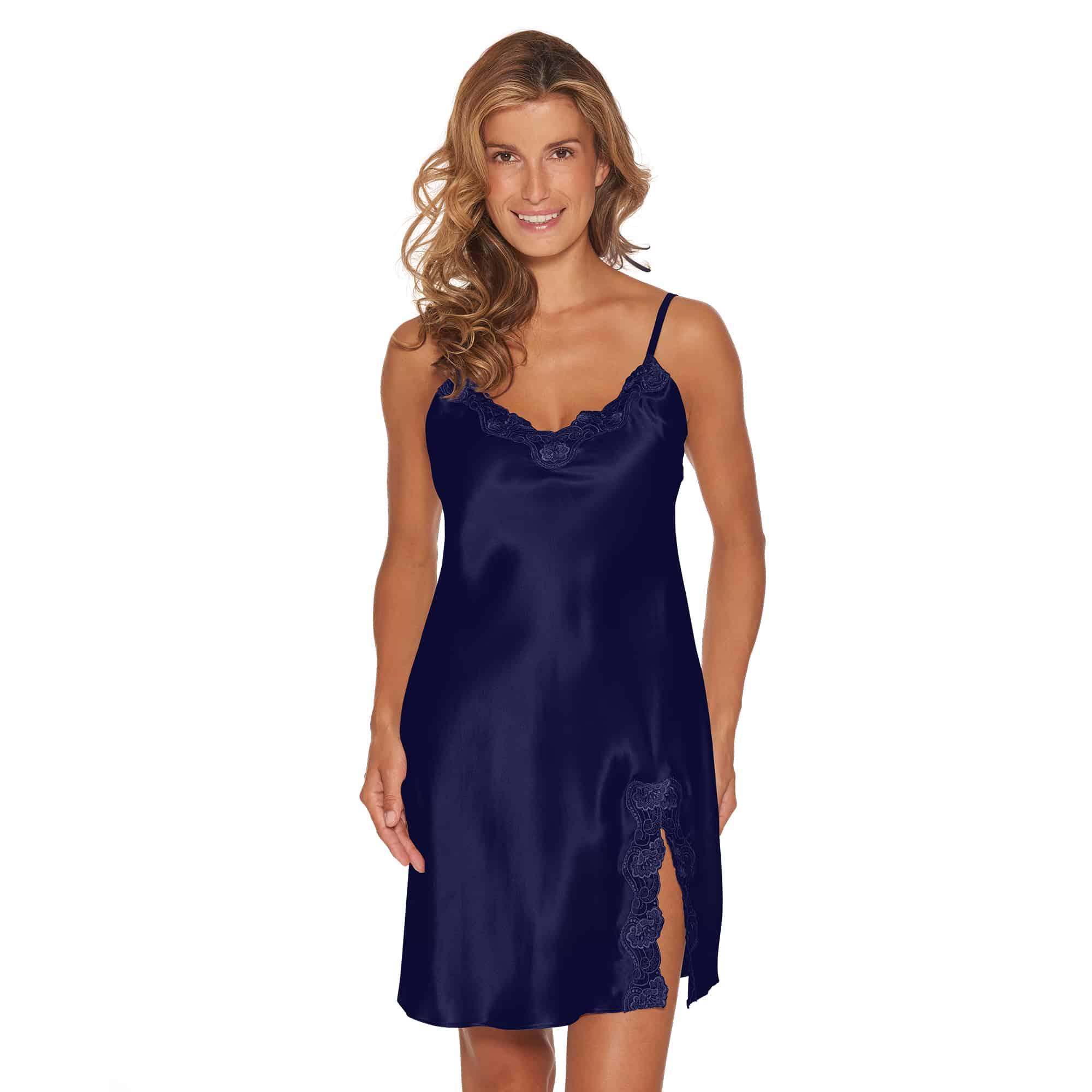 Elegant blå silkeunderkjole med blonde fra Lady Avenue