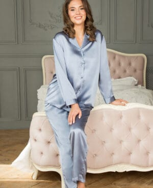 dueblå silkepyjamas